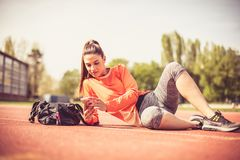 Портрет женщины спорта снаружи Стоковые Фотографии RF