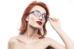Портрет женщины стекел Eyewear изолированный на белизне Стоковые Изображения RF