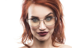 Портрет женщины стекел Eyewear изолированный на белизне Стоковая Фотография