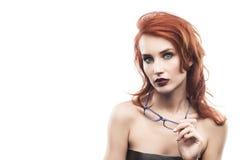 Портрет женщины стекел Eyewear изолированный на белизне Fram зрелища Стоковые Изображения