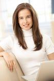Портрет женщины с компьютером Стоковая Фотография RF