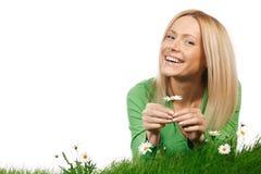 Портрет женщины с маргаритками стоковое изображение rf
