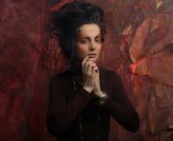 Портрет женщины с художническим составом в голубом дыме, party Стоковые Изображения RF