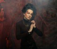 Портрет женщины с художническим составом в голубом дыме, party Стоковое Изображение RF