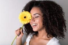 Портрет женщины с цветком Стоковое фото RF