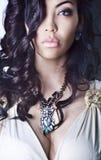 Портрет женщины, черные длинные волосы, бюст Стоковые Изображения RF
