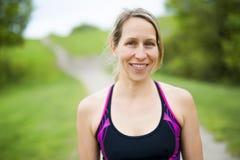 Портрет женщины jogging outdoors Стоковые Изображения RF