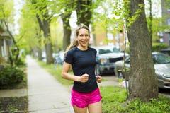 Портрет женщины jogging outdoors Стоковое фото RF