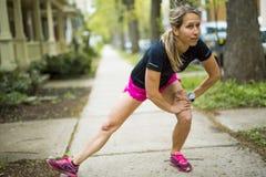 Портрет женщины jogging outdoors Стоковые Изображения