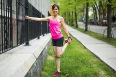 Портрет женщины jogging outdoors Стоковое Изображение