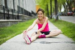 Портрет женщины jogging outdoors Стоковые Фото