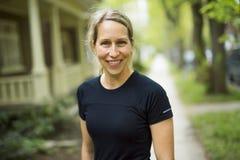 Портрет женщины jogging outdoors Стоковые Фотографии RF