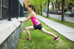 Портрет женщины jogging outdoors Стоковое Фото
