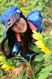 Портрет женщин тайский на поле солнцецвета на Saraburi Таиланде Стоковые Фото