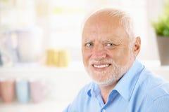 Портрет жизнерадостного пенсионера Стоковое Изображение