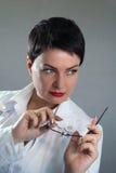 Портрет жизнерадостного счастливого доктора в больнице врачуйте женщину содружественную Стоковые Изображения RF
