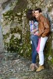 Жизнерадостные молодые пары на улице города Стоковое Фото