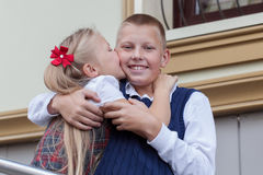 Портрет жизнерадостных и счастливых брата и сестры Стоковое фото RF