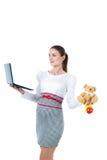 Портрет занятой беременной коммерсантки с компьютером Стоковые Фото