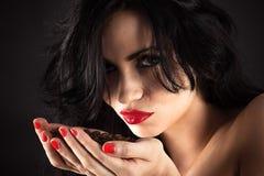 Портрет запальчиво женщины с кофе Стоковое Изображение