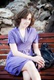 Портрет захода солнца девушки на стенде Стоковое Изображение