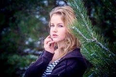 Портрет зимы девушки Стоковое Изображение