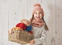 Портрет зимы маленькой девочки Стоковое Фото