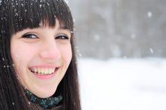 Портрет зимы молодой женщины Стоковые Фотографии RF