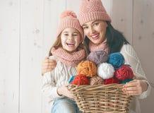 Портрет зимы семьи Стоковые Изображения