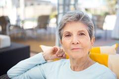 Портрет зрелый пожилой усмехаться женщины Стоковая Фотография RF