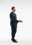 Портрет зрелого изолированного бизнесмена делает дело на белой предпосылке Стоковое Фото