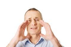 Портрет зрелого человека вызывая кто-то Стоковая Фотография