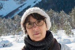 Портрет зрелой женщины в зиме Стоковые Изображения RF