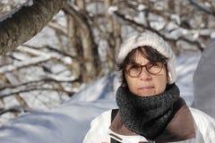 Портрет зрелой женщины в зиме Стоковая Фотография RF