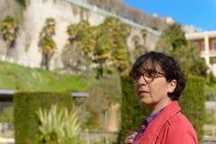 Портрет зрелой женщины в парке Стоковое Изображение RF