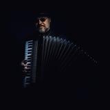Портрет игрока аккордеона стоковые фотографии rf