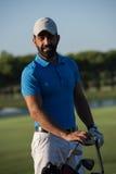 Портрет игрока в гольф на поле для гольфа Стоковая Фотография