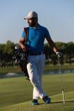 Портрет игрока в гольф на поле для гольфа Стоковая Фотография RF