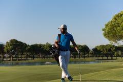 Портрет игрока в гольф на поле для гольфа Стоковые Фотографии RF
