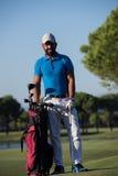Портрет игрока в гольф на поле для гольфа Стоковые Фото