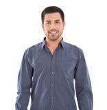 Портрет изолированного усмехаясь молодого человека в голубой рубашке. стоковые фотографии rf