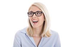 Портрет изолированной счастливой белокурой усмехаясь коммерсантки. Стоковая Фотография