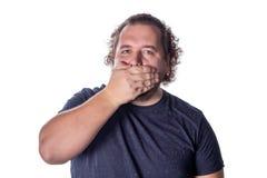 Портрет изумленного человека покрывая его рот над белой предпосылкой стоковое фото rf