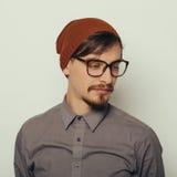 Портрет интересного молодого человека в зиме одевает Стоковая Фотография RF