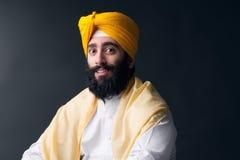 Портрет индийского сикхского человека с кустовидной бородой Стоковое Изображение RF