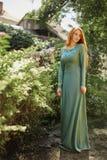 Портрет искусства красивой девушки с длинными красными волосами Стоковые Изображения RF
