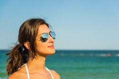 Портрет и море девушки Стоковое Изображение
