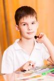 Портрет книги расцветки мальчика Стоковое фото RF