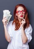 Портрет коммерсантки в белой рубашке с деньгами Стоковые Изображения