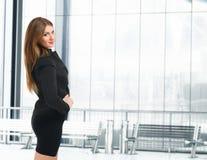 Портрет коммерсантки в ее офисе Стоковое Фото